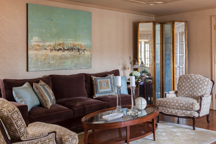 Living room by Carrie Leskowitz Interiors.